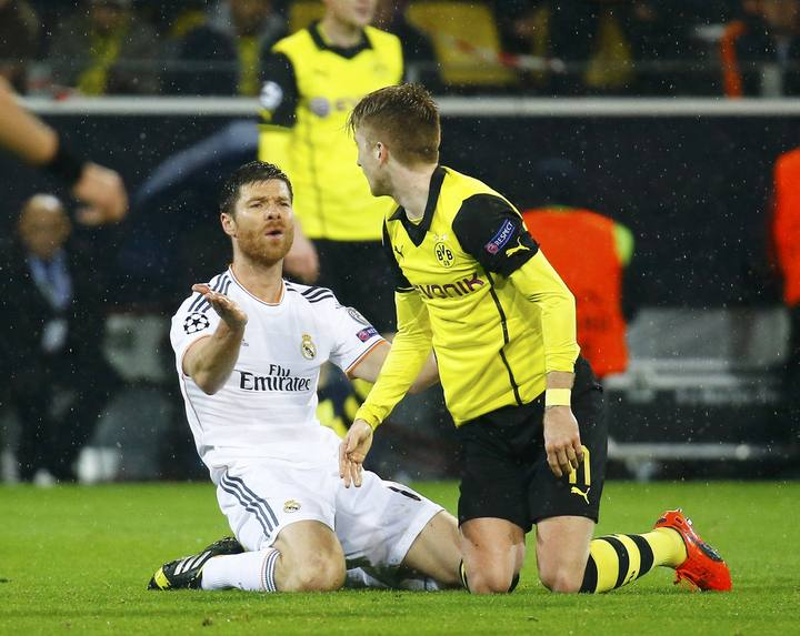 Real Madrid's Alonso reacts in front of Borussia Dortmund's Reus during their Champions League quarter-final second leg soccer match in Dortmund