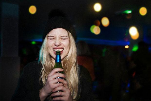 beneficios-cerveza-mujer